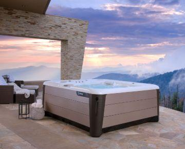 hotspring-highlife-envoy-2019-alpine-white-bronze-lifestyle-spa-alone-sunrise